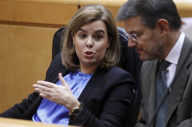 Rafael Catalá escucha a la vicepresidenta, Soraya Sáenz de...