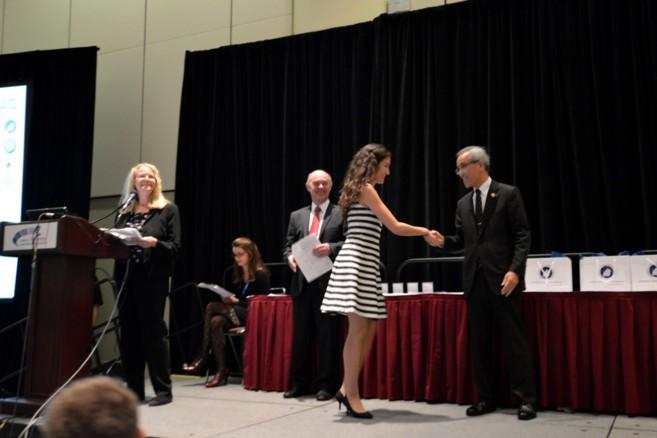 La joven ingeniera de 28 años, Andrea Jaime, recibió el premio el...