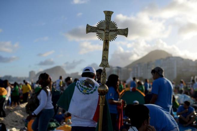Fotografía tomada en Copacabana (Brasil) a la llegada del Papa...