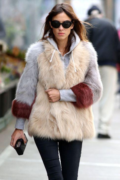 MULTICOLOR. El clásico abrigo de pelo se reinventa este otoño en...