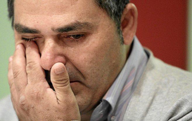 José González Medina llora al explicar que no puede ver a sus hijos...