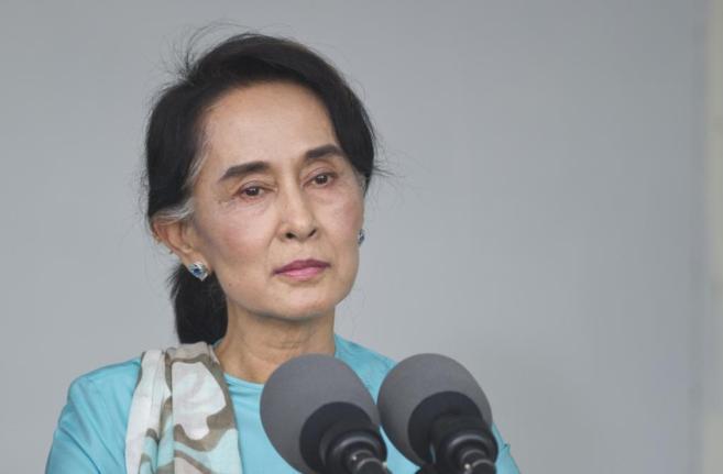 La líder opositora birmana, Aung San Suu Kyi, durante la visita de...