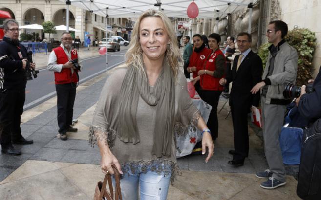 La alcaldesa, en un acto del Día de la Banderita de Cruz Roja, en...