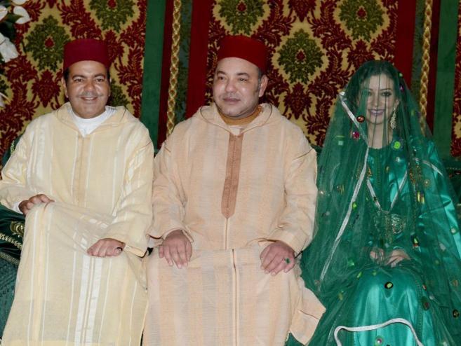 De izda. a dcha., Mulay Rachid, Mohamed VI y Lalla Um Keltum, la...