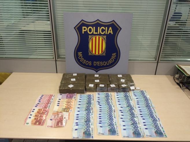 Imagen de los objetos requisados por la policía a los sospechosos