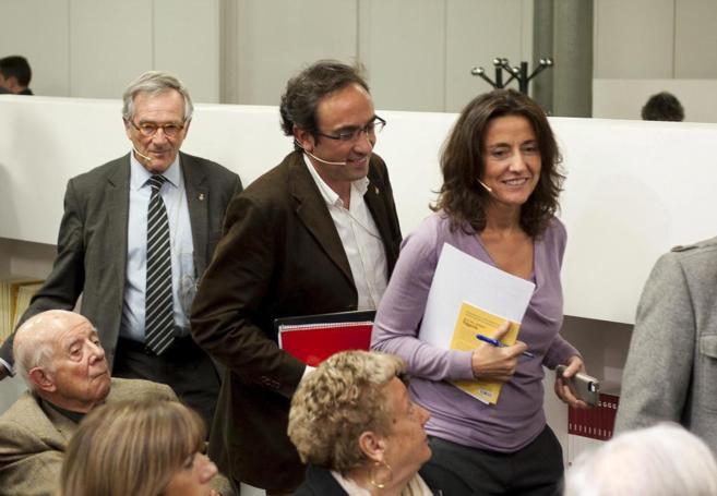 Josep Rull, en el centro de la imagen, entre Xavier Trias y Mercè...