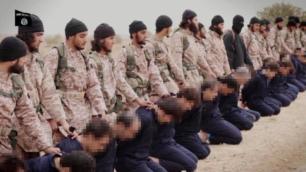 Miembros de Estado Islámico se preparan para decapitar...