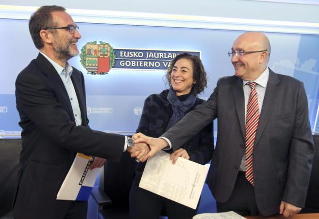 Patxi Baztarrika y Cristina Uriarte suscriben el acuerdo coj Alex...