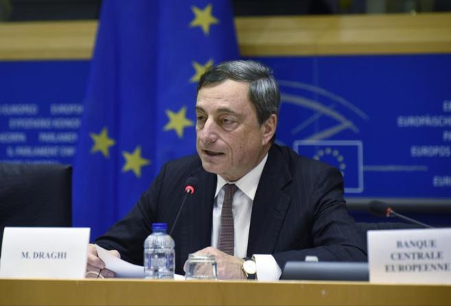 El presidente del BCE, Mario Draghi, ante la comisión de Asuntos...