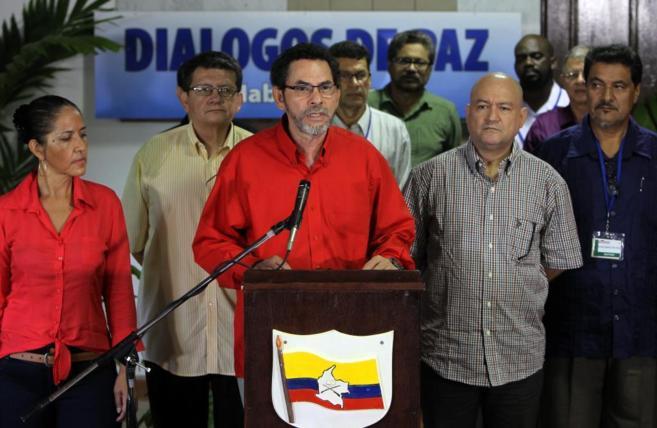 El miembro de las FARC 'Pastor Alape' protagoniza la rueda...