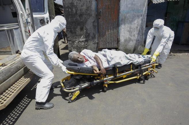 Un paciente sospechoso de estar contagiado de ébola va a ser...