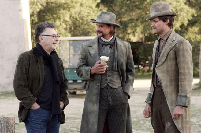 David Milch en el rodaje de Deadwood