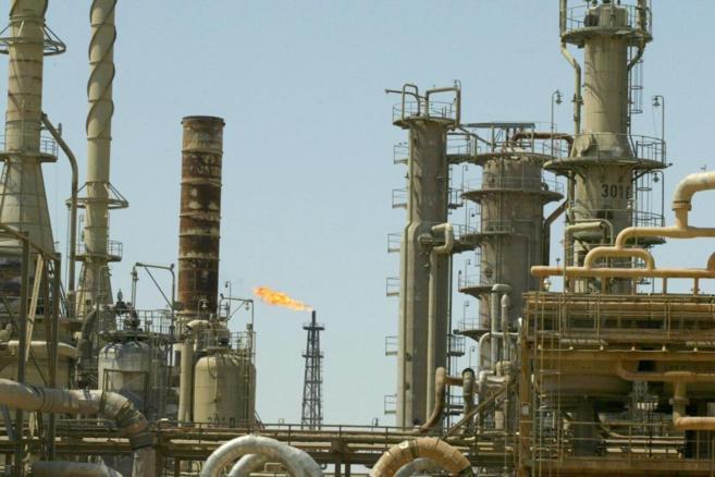 Vista general de la refinería más grande refinería de Irak, en la...