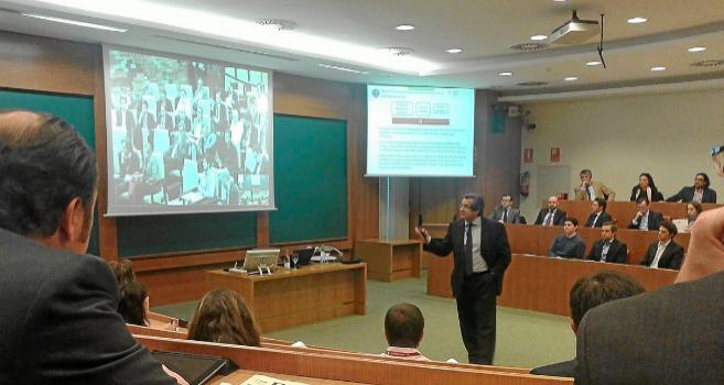 El profesor Juan Roure en el último Foro de la Red de Inversores...