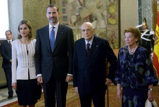 Los Reyes, junto al presidente italiano Giorgio Napolitano y su mujer...