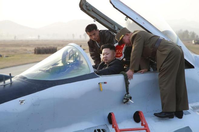 El líder norcoreano Kim Jong Un, en una aeronave militar.