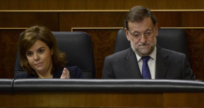 Mariano Rajoy y Soraya Sáenz de Santamaría, ayer, en el Congreso.