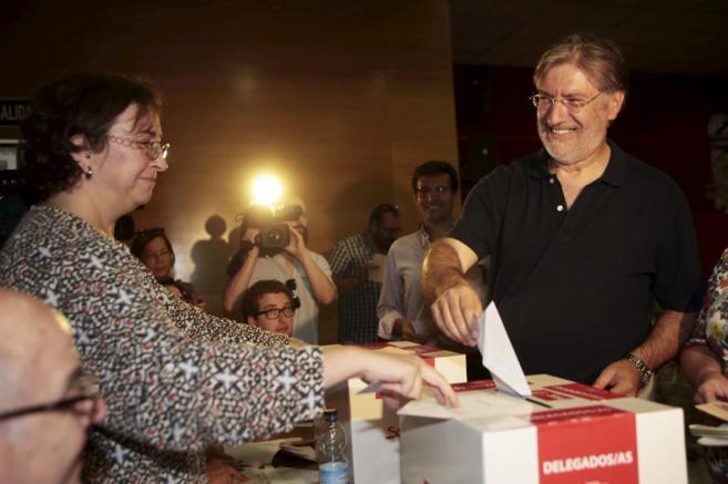 José Antonio Pérez Tapias, durante la votación en las primarias del...