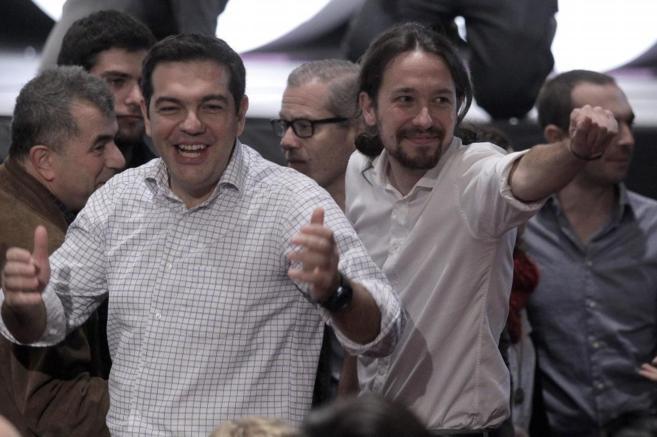 Alexis Tsipras y Pablo Iglesias, en la asamblea de Podemos.