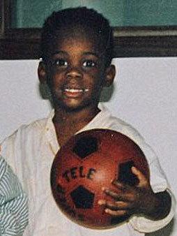 Mario Balotelli, con una pelota agarrada, apuntaba maneras desde...