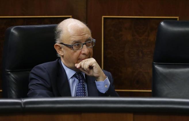 El ministro de Hacienda, Cristóbal Montoro, en el Pleno del Congreso.