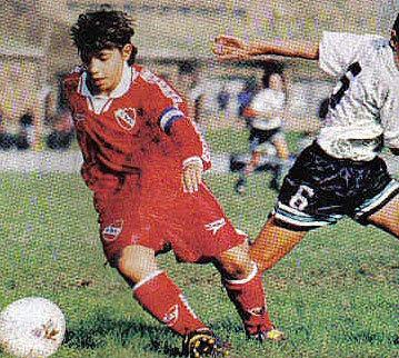 El 'Kun' Agüero, con la camiseta de Independiente, el equipo donde...
