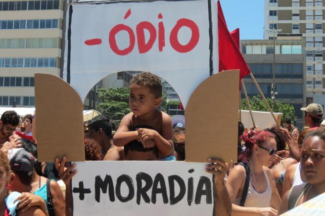 Pancarta exhibida durante la protesta en la playa de Leblon.