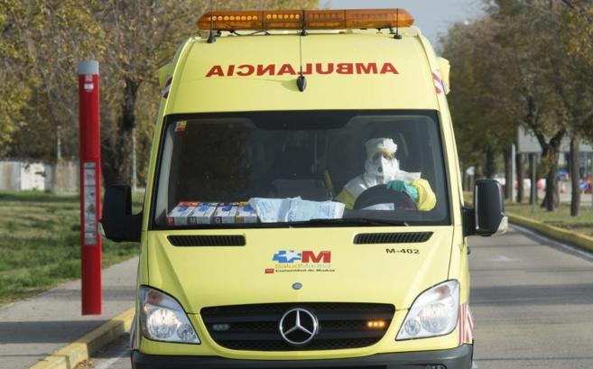 La ambulancia que ha trasladado a la cooperante española desde la...