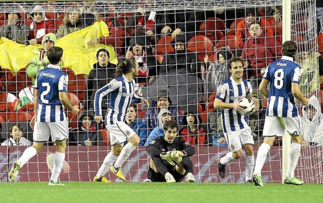Iraizoz abatido tras uno de los tres goles que recibió en el...