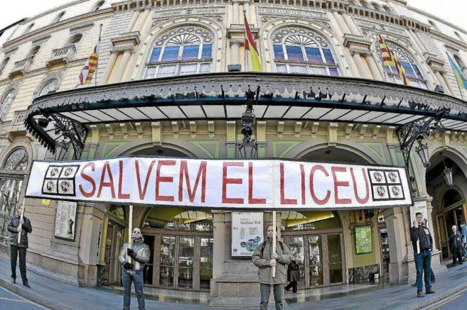 Concentración del trabajadores del Gran Teatro del Liceo de Barcelona...