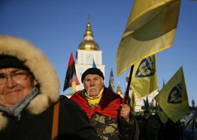 Ucranianos conmemoran el primer aniversario de las protestas...