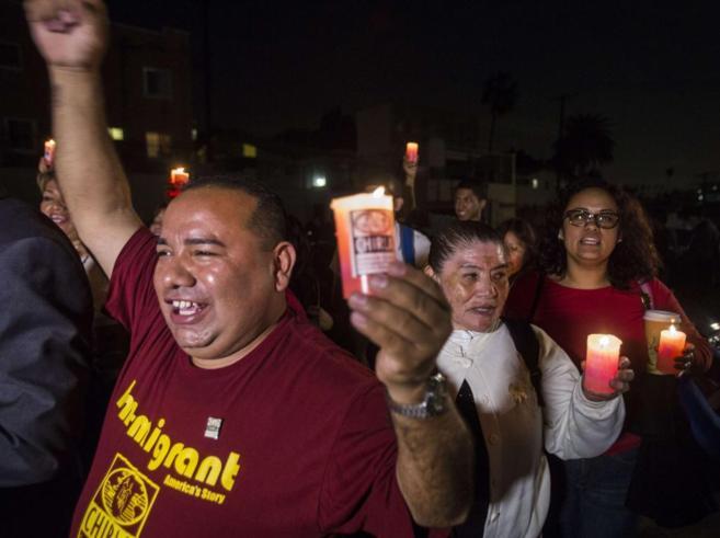 Agrupación de inmigrantes latinos de Los Angeles celebran la...