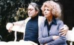 Cayetana y Jesús Aguirre posan en los jardines del Palacio de Liria