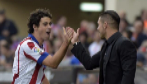 Tiago celebra con Simeone el primer gol al Málaga.