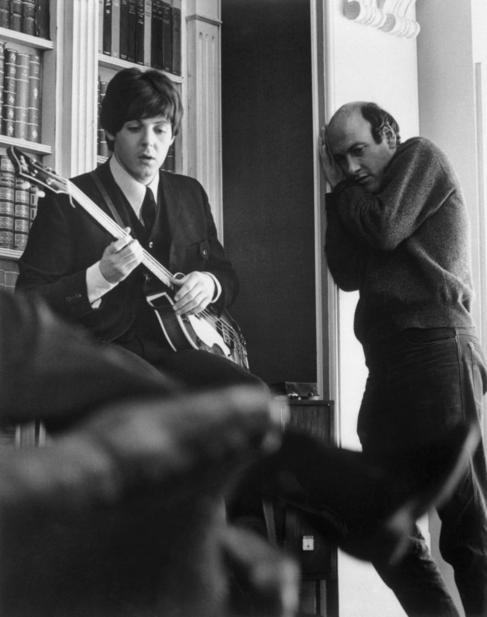 Paul McCartney y Richard Lester, en el set de la película...