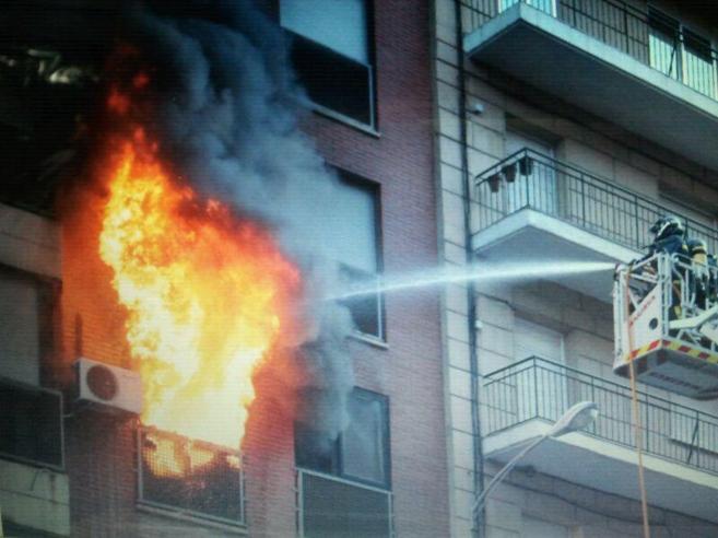 Imagen de archivo de un piso en llamas en el centro de la capital.