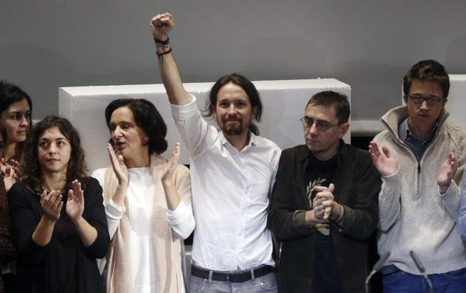 Algunos de los principales líderes de Podemos, tras la Asamblea...