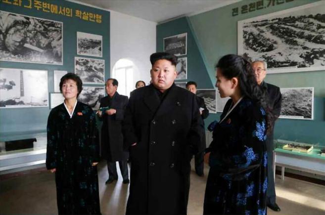 El líder de Corea del Norte, Kim Jong-un, durante la visita al museo...