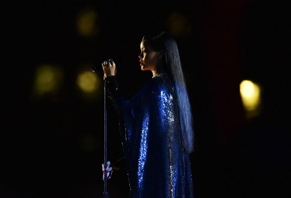 5. Rihanna (26 años). La cantante ingresó 48 millones de dólares.