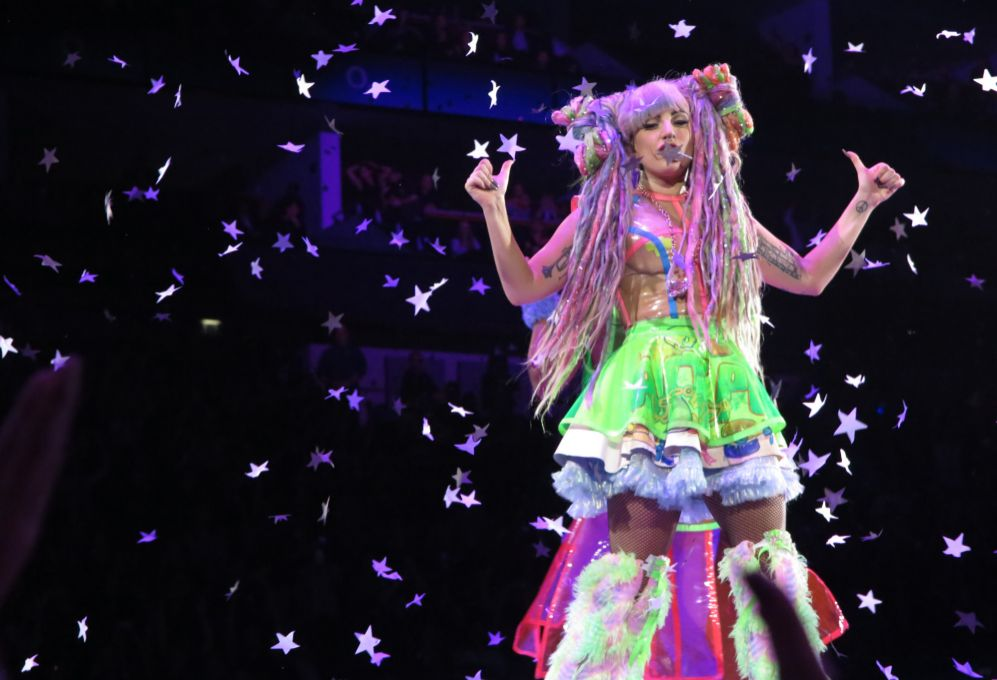 8. Lady Gaga (28 años). La cantante ingresó 33 millones de dólares.