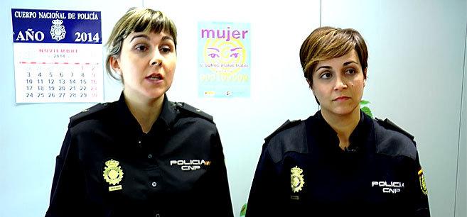 Aroa Jiménez y Maite Sevilla, policías de la comisaría de...