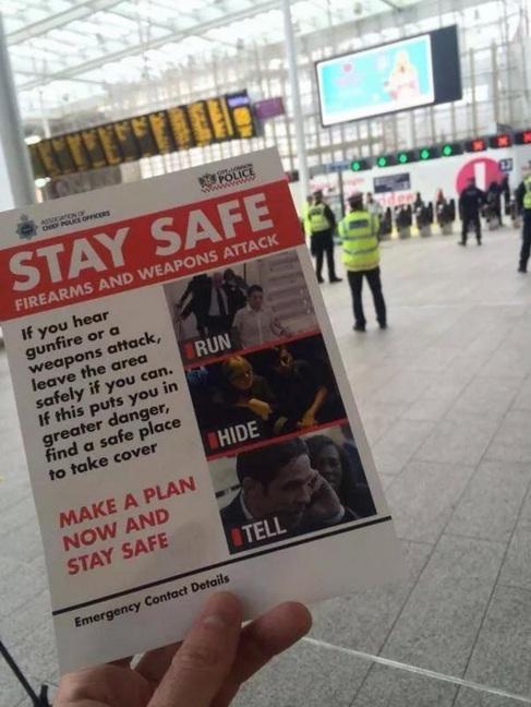 Panfleto distribuido por la policía británica en las estaciones de...