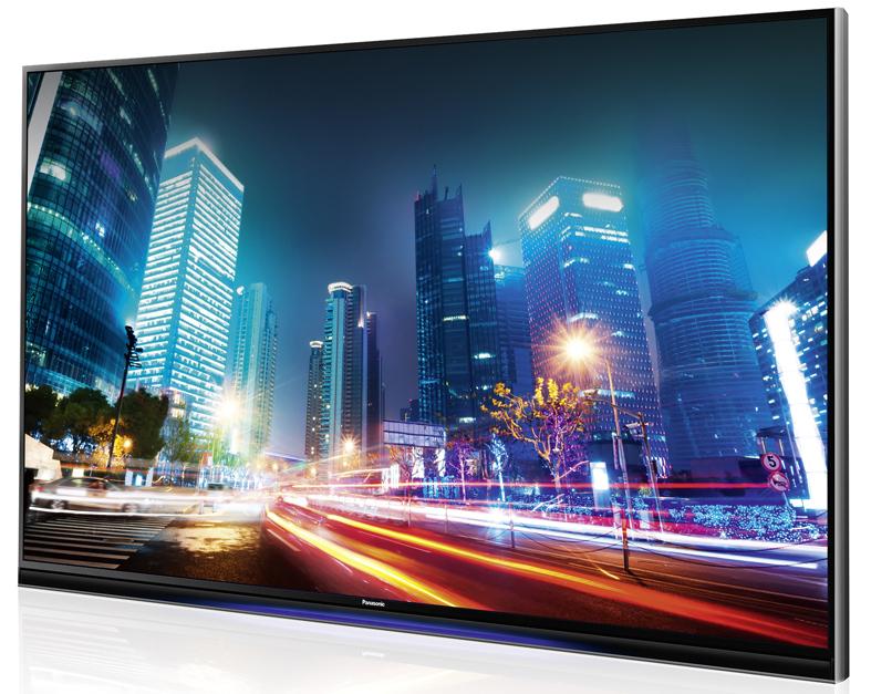 <STRONG>MEJOR AUDIO-VÍDEO / IMAGEN PERFECTA. </STRONG> Nuestro televisor favorito es este Panasonic AX900, una pantalla de 65 pulgadas que, como no podía ser de otro modo, presume de resolución 4K. Es un televisor LCD que sorprende en muchos detalles. La empresa japonesa ha conseguido un gran nivel de contraste gracias al uso de atenuación local de retroiluminación. La pantalla tiene también un potente procesador de imagen de cuatro núcleos. Por supuesto, es compatible con contenido en tres dimensiones y ofrece una espectacular velocidad de refresco de 3.000 hz. Es una pantalla inteligente, capaz de ejecutar aplicaciones de vídeo bajo demanda o con información relevante para el usuario. Más interesante aún: gracias a la función TV anywhere es posible enviar la señal sintonizada a dispositivos móviles como teléfonos o tabletas. Ahora, si hay que salir de casa en mitad del partido, es posible llevarse la acción en el bolsillo. www.panasonic.es