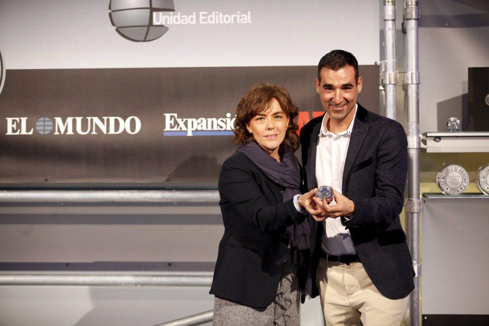 <strong>MEJOR APP / WALLAPOP. </strong> Mar de Vicente, directora de publicidad de EL MUNDO, con Miguel Vicente, fundador y CEO de Wallapop, mejor app de 2014.