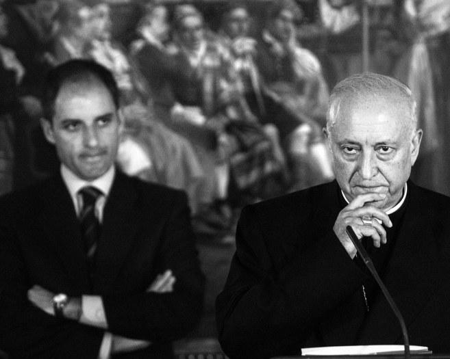 El fallecido arzobispo de Valencia, García-Gasco, anuncia junto a...