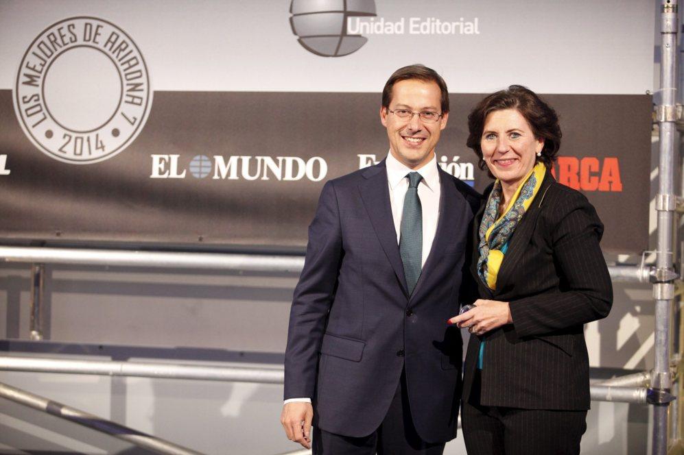 <strong> MEJOR ORDENADOR / HP ENVY 15. </STRONG>. Helena Herrero, presidenta de HP España y Portugal, recogió el premio final en la categoría de ordenadores por el HP Envy 15. Entregó los galardones en esta categoría Javier Cabrerizo, director general de Unidad Editorial.