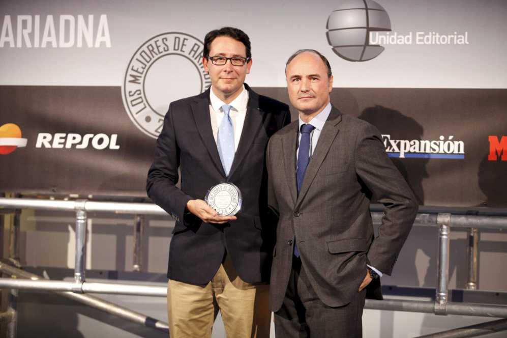 <strong> MEJOR CÁMARA / LUMIS GH4. </STRONG>. Recogió el galardón Albert Sanz, director de comunicación de Panasonic.