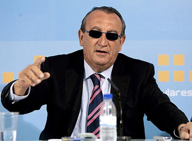 Carlos Fabra, en una rueda de prensa en la sede del PP-Castellón.