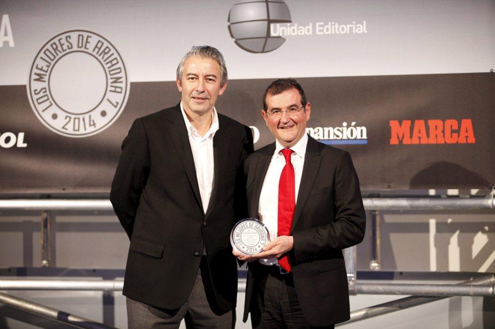 <strong> MEJOR AUDIO-VÍDEO / SAMSUNG HU8500. </STRONG>. Paco Hortigüela, director de relaciones corporativas de Samsung, recogió el diploma por el televisor HU8500.