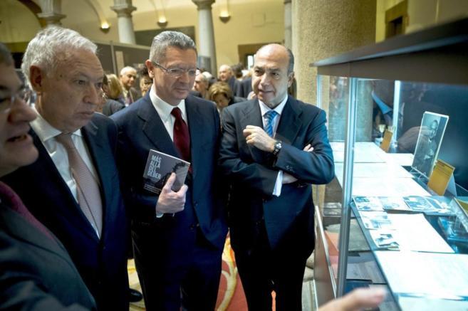Margallo y Gallardón, en la exposición 'Más allá del deber'.